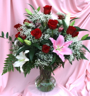 Ultra Romantic Dozen Roses